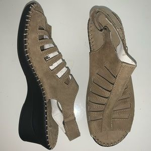 La Plume Taupe Leather Sandal!